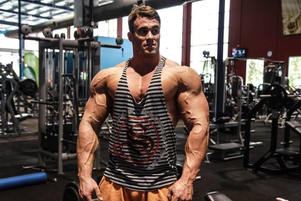 calum von moger bench press